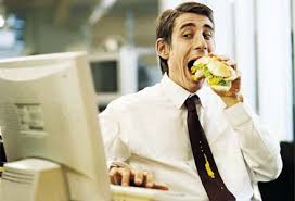 man eating lunch at desk
